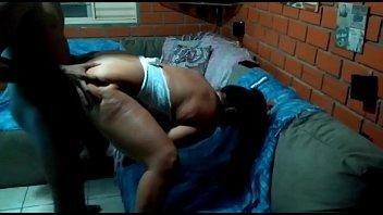 Vídeo porno amador comendo o cuzinho gostoso da esposa safada