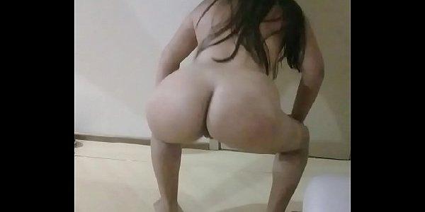 Garota novinha rabuda rebolando no xvideos pornô caseiro hd