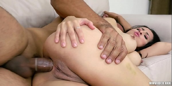 Anal profundo com ninfeta gostosona gemendo na rola
