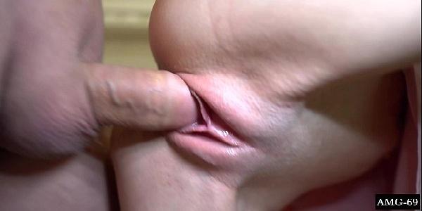 Magrela novinha tomando pica grossa na bucetinha gostosona