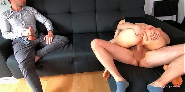 Corno na bronha enquanto a esposa safada cavalga na pica