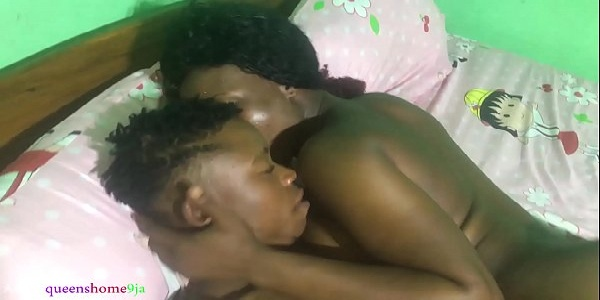 Negra maravilhosa fogosa safadinha fazendo um sexo quente